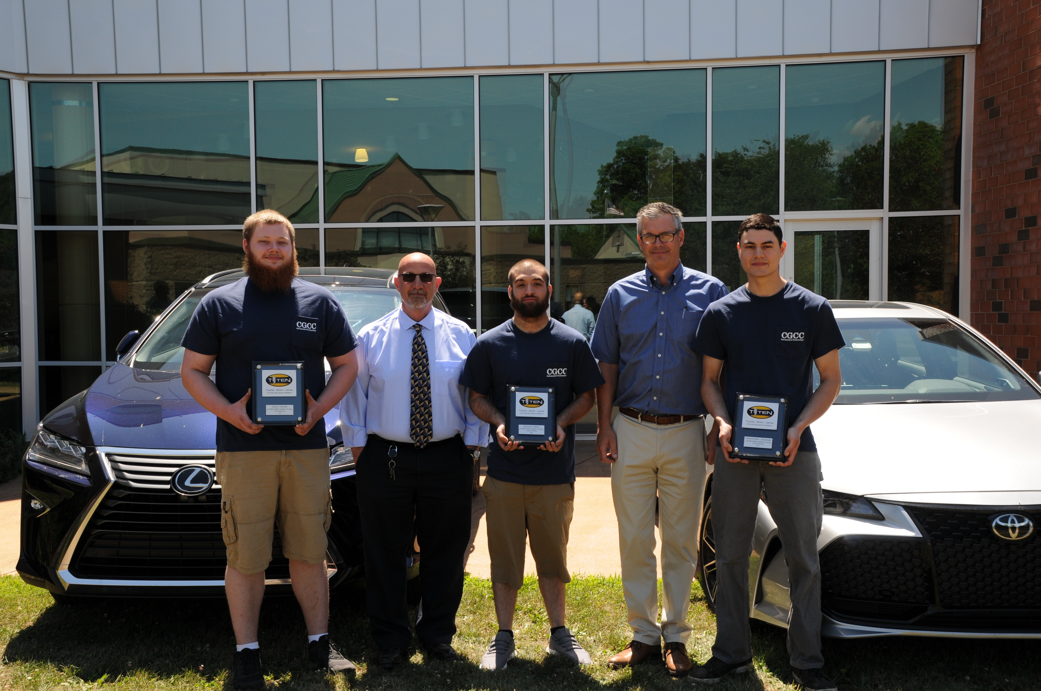 Toyota T-TEN graduates with service managers from dealerships