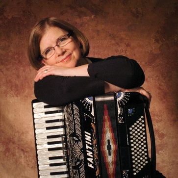 rabbi Zoe with accordion